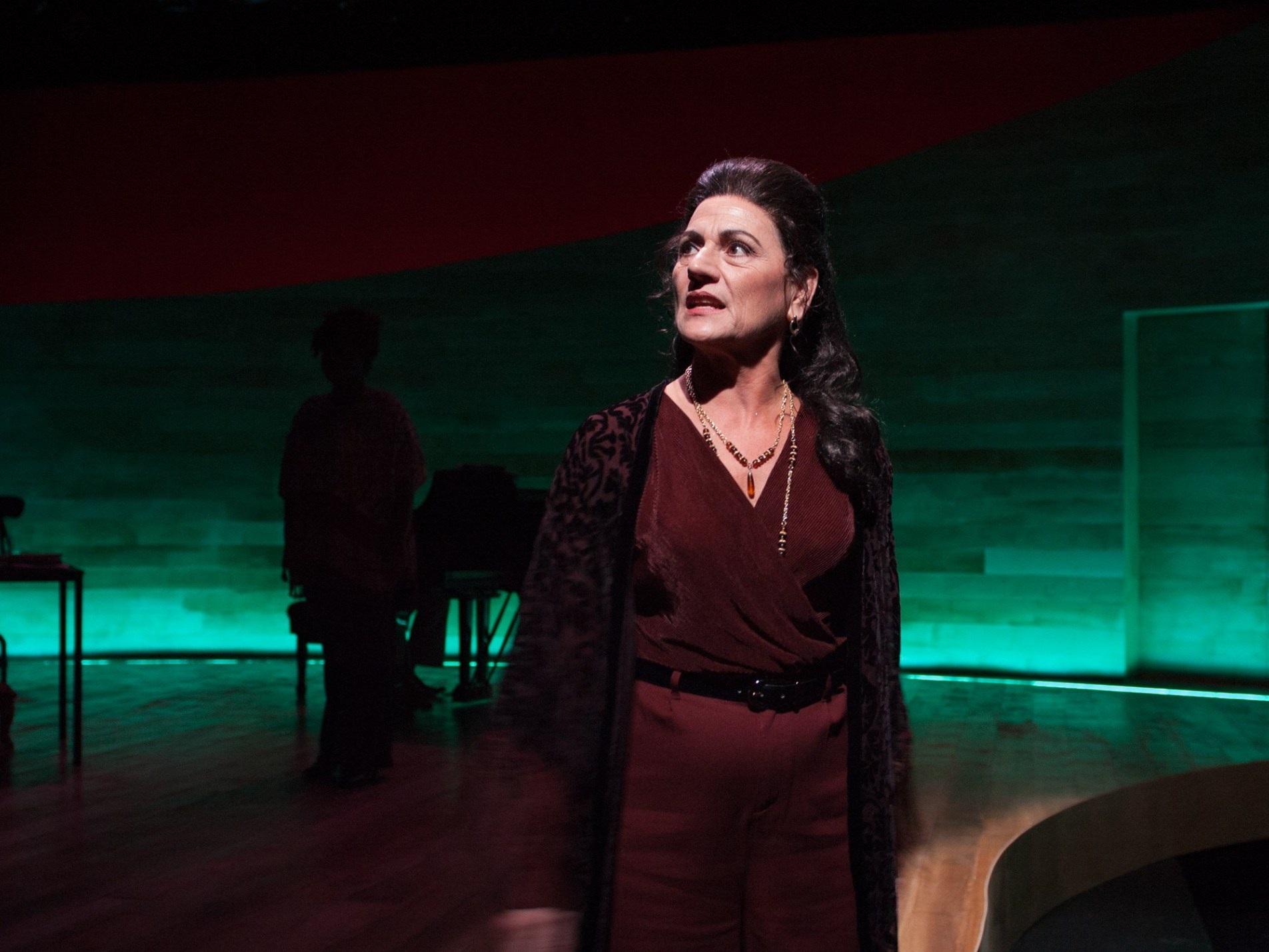 MASTER CLASS  TimeLine Theatre   Janet Ulrich Brooks/Photo: Laura Goetsch