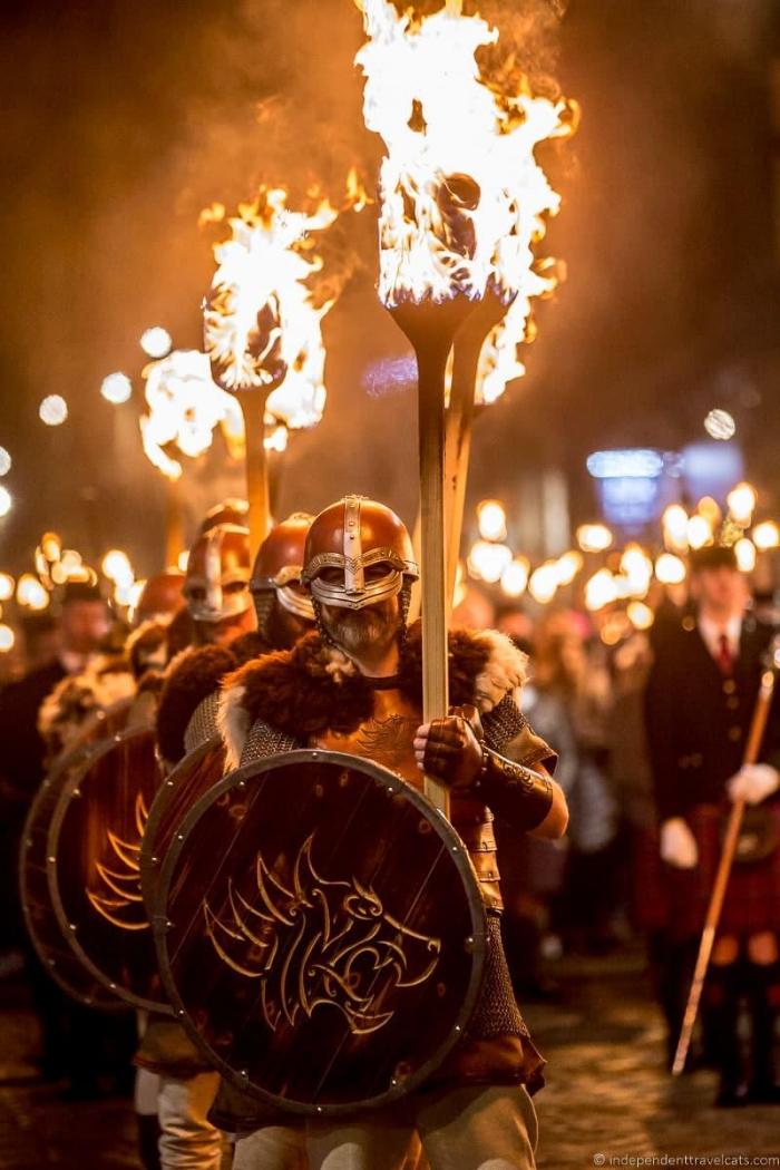 Marcha de las antorchas durante Hagmanay en Escocia