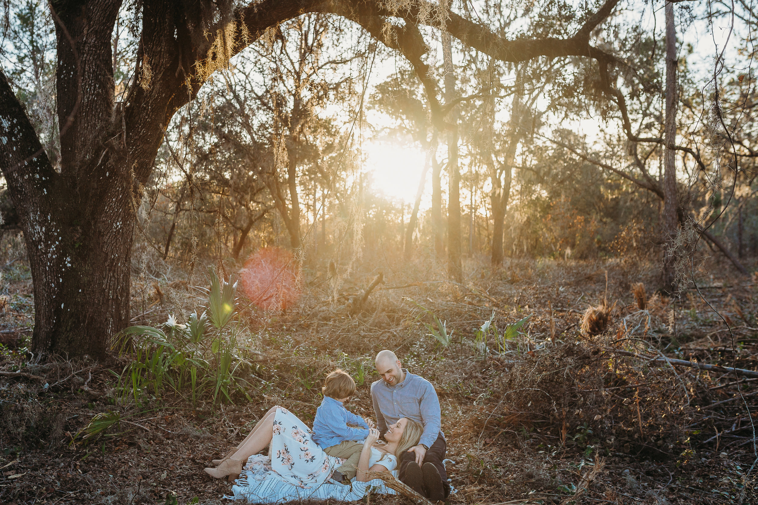 Lake Mary Family Photographer and what to wear to a family photoshoot in a field