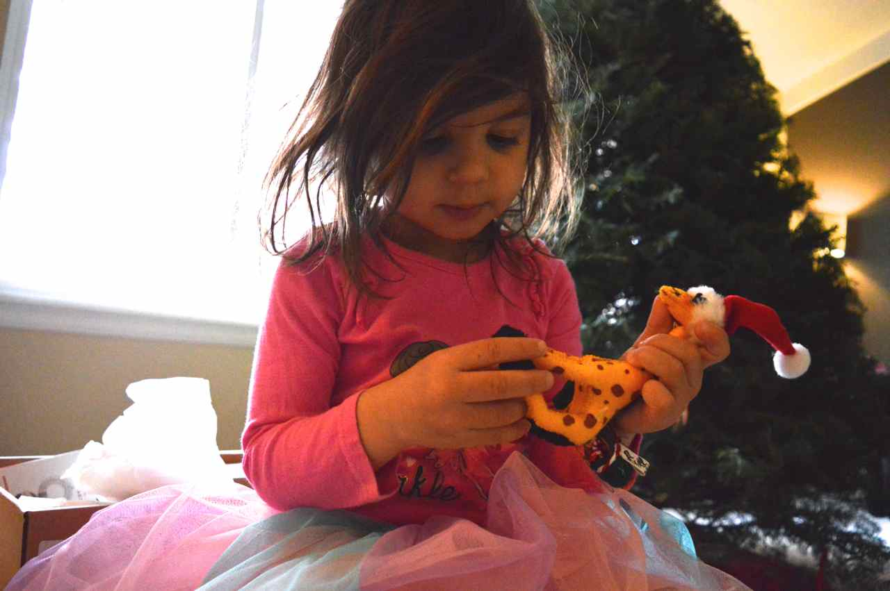 Christmas-decorating-2016-with-toddlers-5.jpg