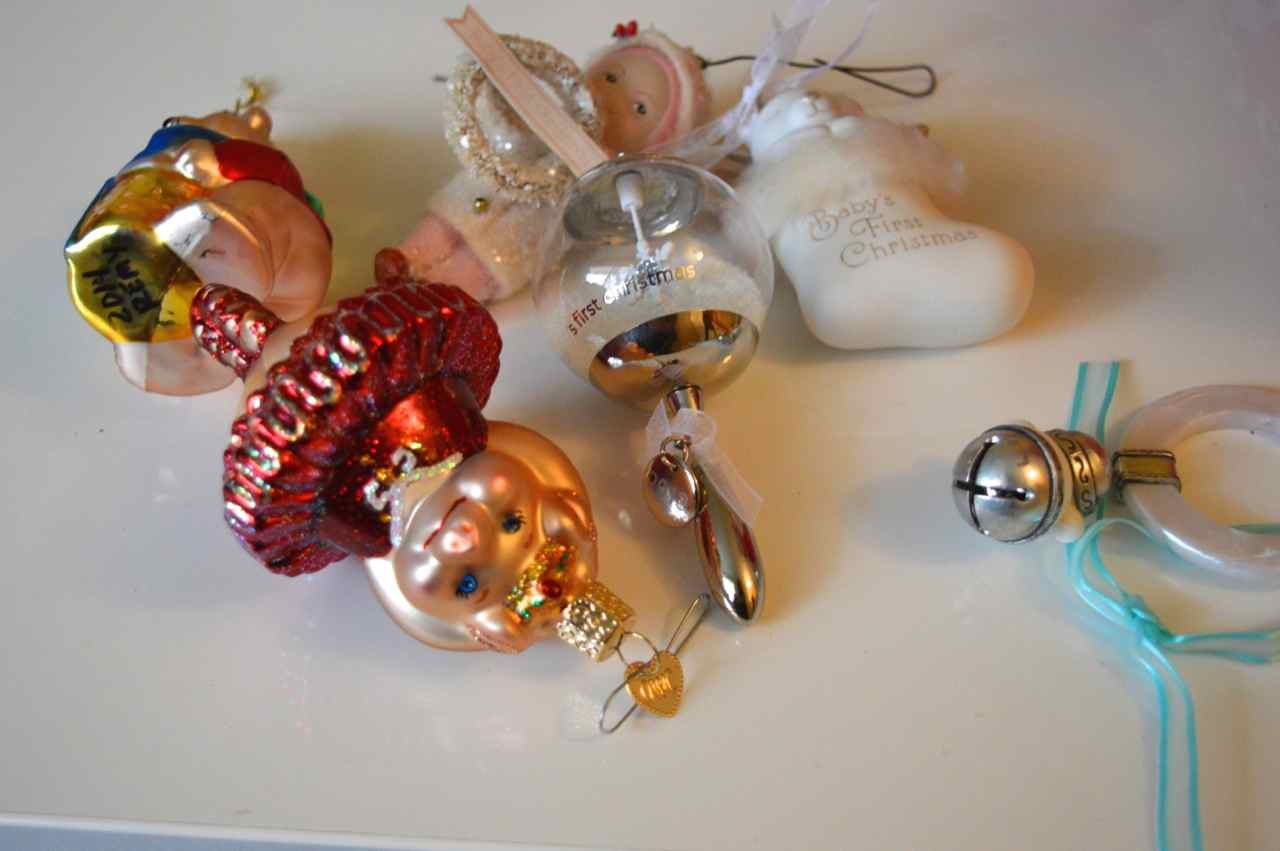 Christmas-decorating-with-toddlers-9.jpg