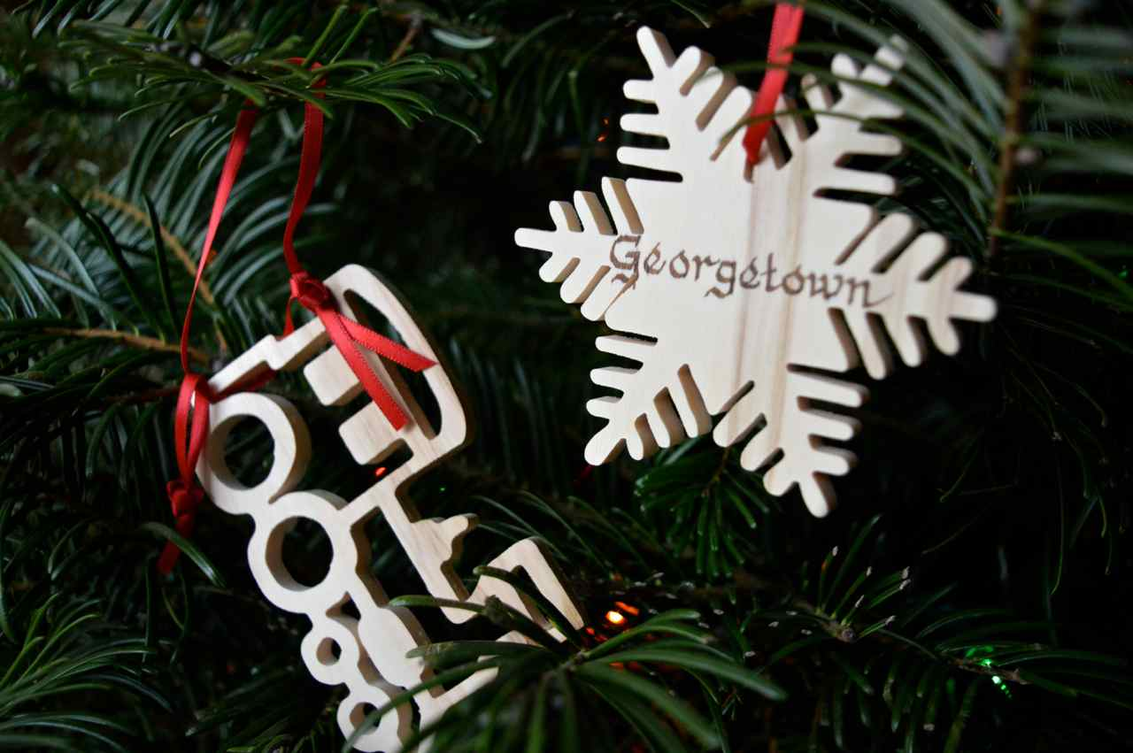 Christmas-decorating-with-toddlers-11.jpg