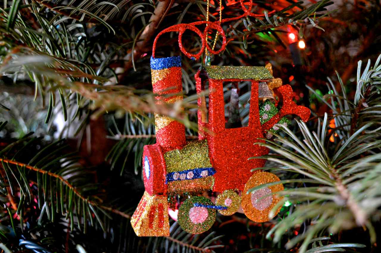 Christmas-decorating-with-toddlers-12.jpg