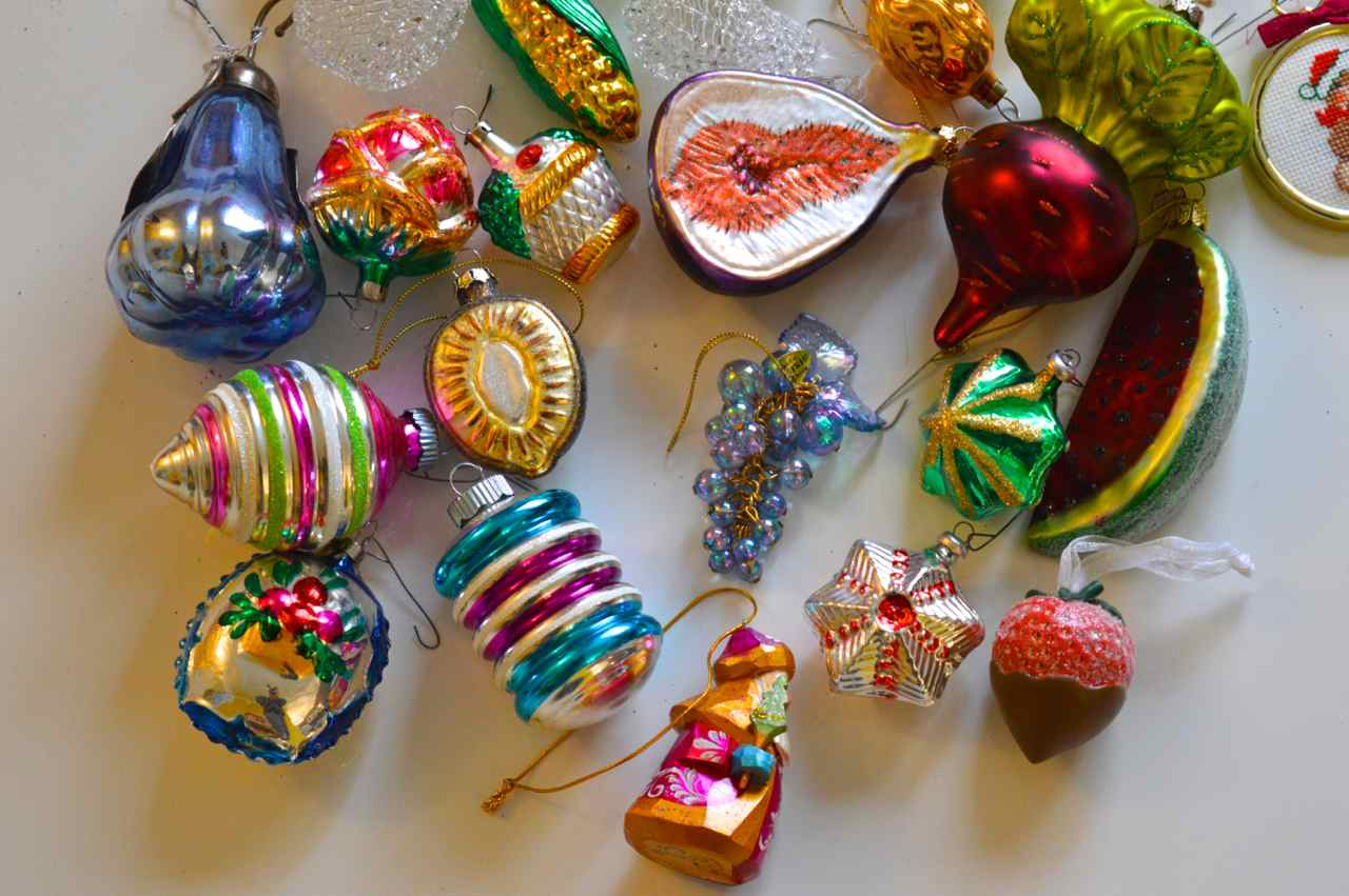 Christmas-decorating-with-toddlers-13.jpg