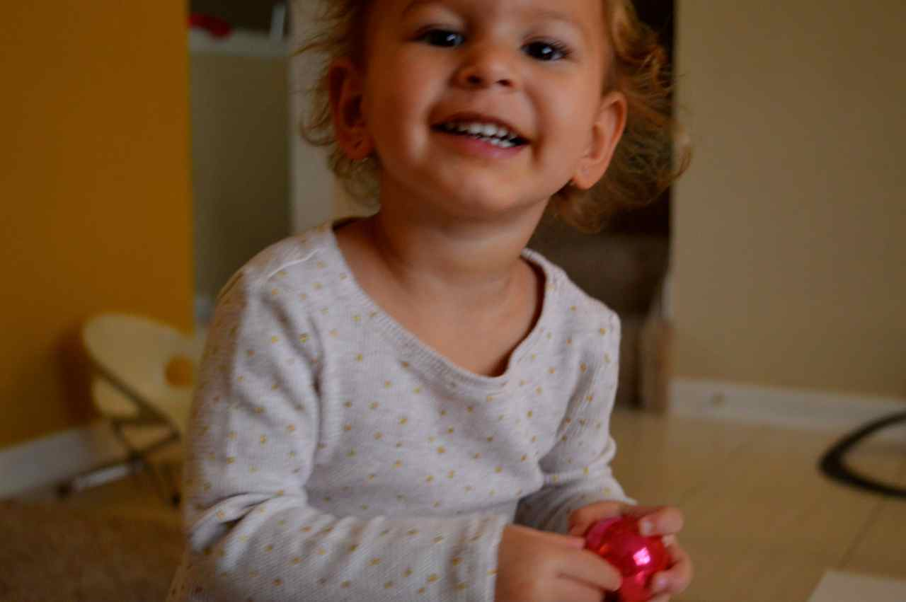 Christmas-decorating-with-toddlers-14.jpg