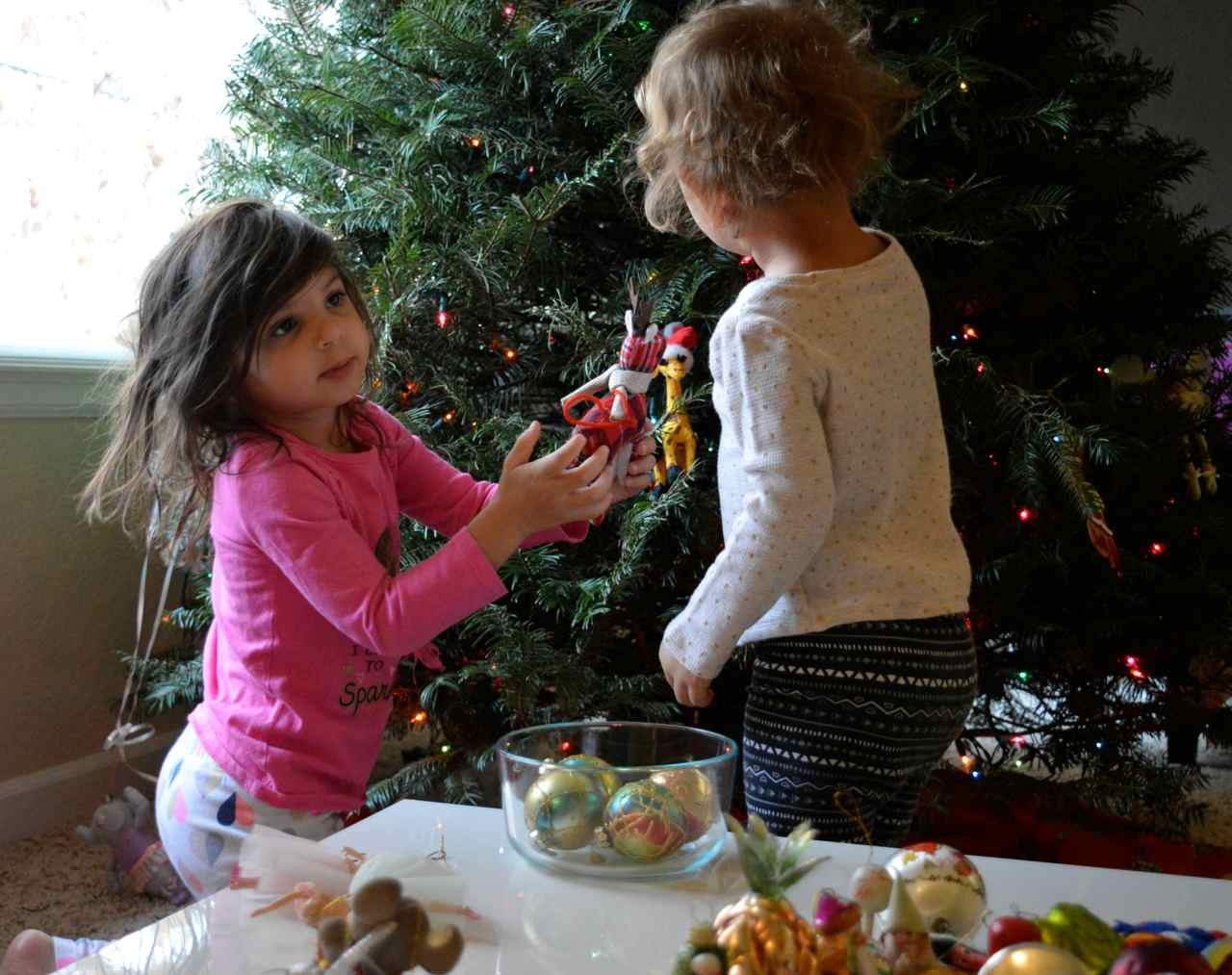 Christmas-decorating-with-toddlers-20.jpg