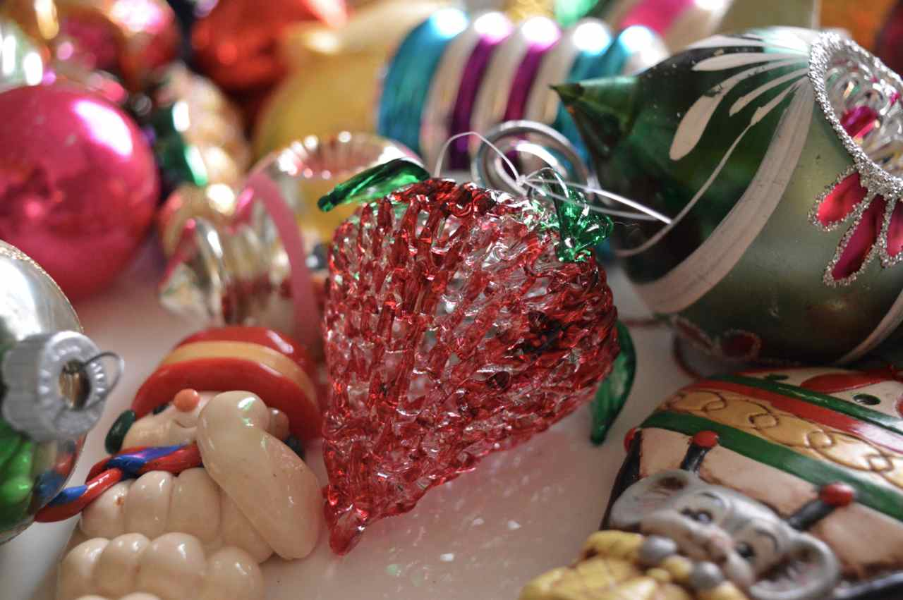 Christmas-decorating-with-toddlers-23.jpg