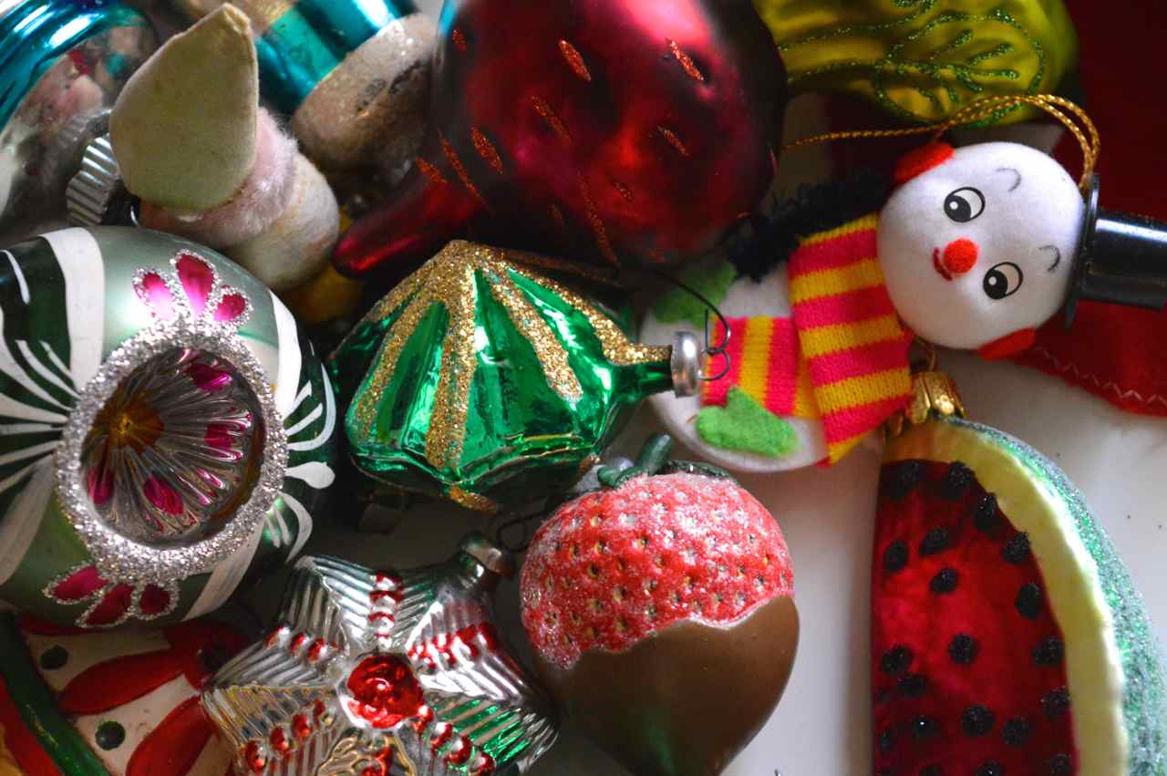 Christmas-decorating-with-toddlers-24.jpg