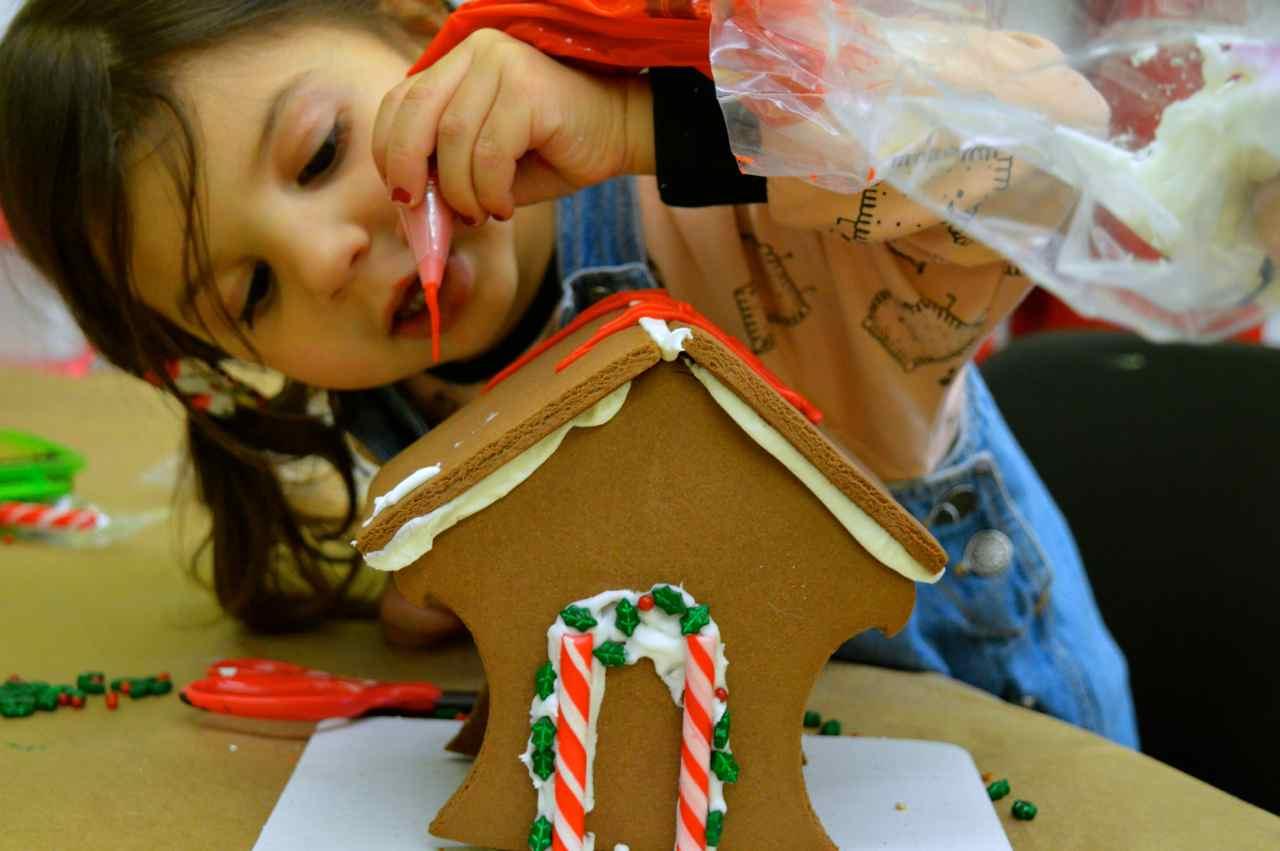 gingerbread-house-6.jpg