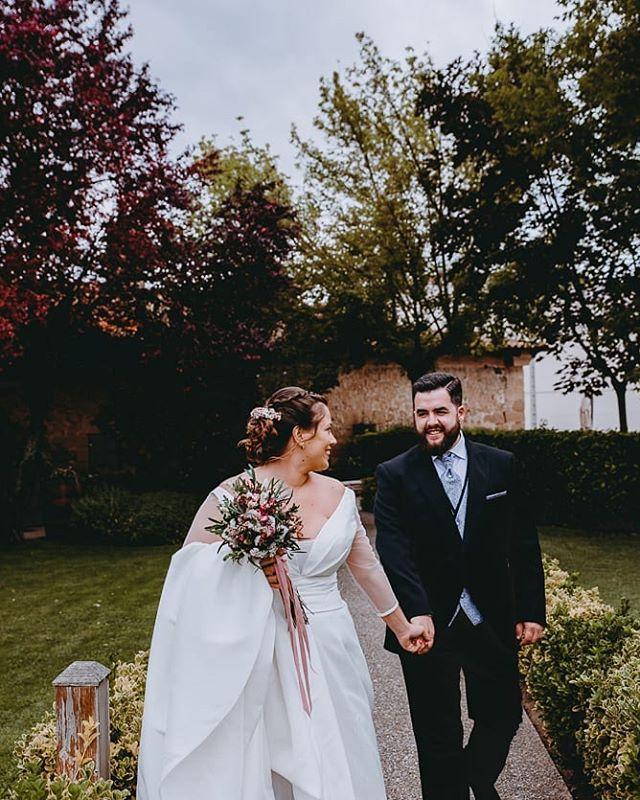 Sonríen con el corazón . . . . . . . . . . #bodaslogroño  #fotografodebodalarioja  #fotografodebodalogroño  #bodaslarioja #fotografobodaslarioja #bodalogroño #bodaenlogroño #fotografologroño #fotografoslarioja #bodassoria #bodaensoria #fotografosoria #soriabodas #fotografobodassoria #soriawedding #fotografosoria #bodasoria #bodasalava #bodasBilbao  #bodasBizkaia #bodasnavarra #bodassansebastian #bodasvizcaya #bodasdonostia #bodasvitoria #fotografodebodasnavarra #fotografodebodasalava #fotografodebodasbizkaia #fotografodebodassansebastian #fotografodebodasvitoria
