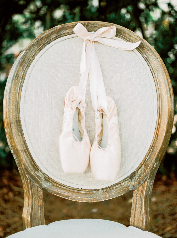 emerald-isle-nc-ballerina-shoot-watson-house_-2.jpg