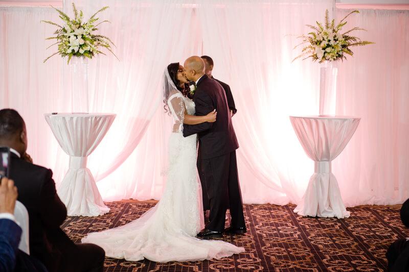 doubletree-by-hilton-raleigh-wedding-photos-8.jpg