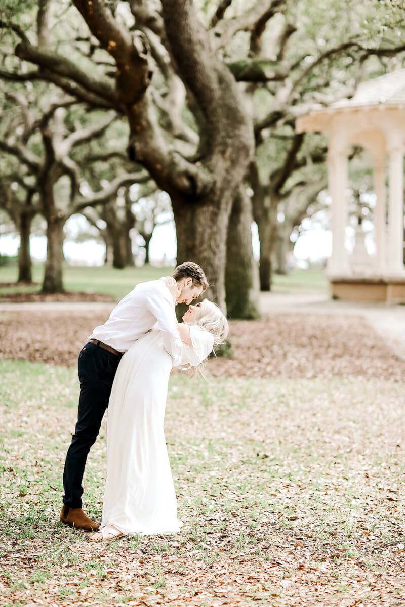 sweet-charleston-engagement-photos-9.jpg