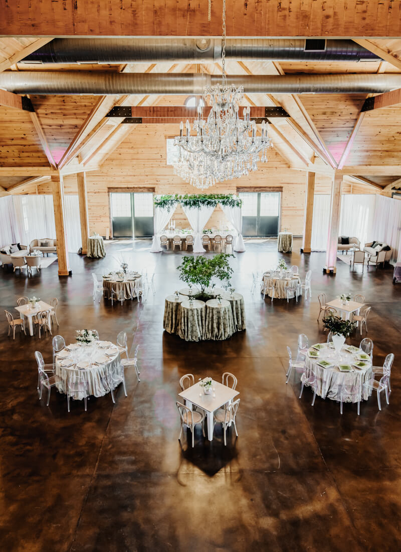 sophisticated-barn-wedding-shoot-10.jpg