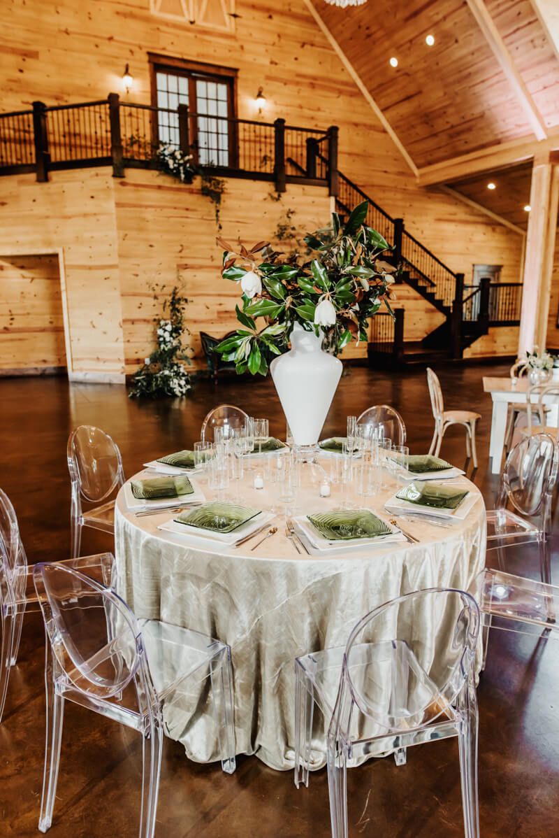 sophisticated-barn-wedding-shoot-7.jpg