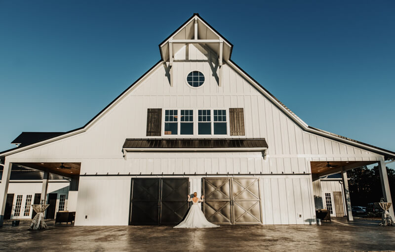sophisticated-barn-wedding-shoot-17.jpg