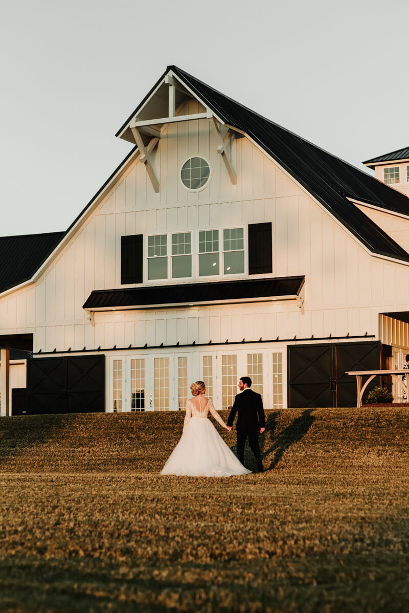 sophisticated-barn-wedding-shoot-20.jpg