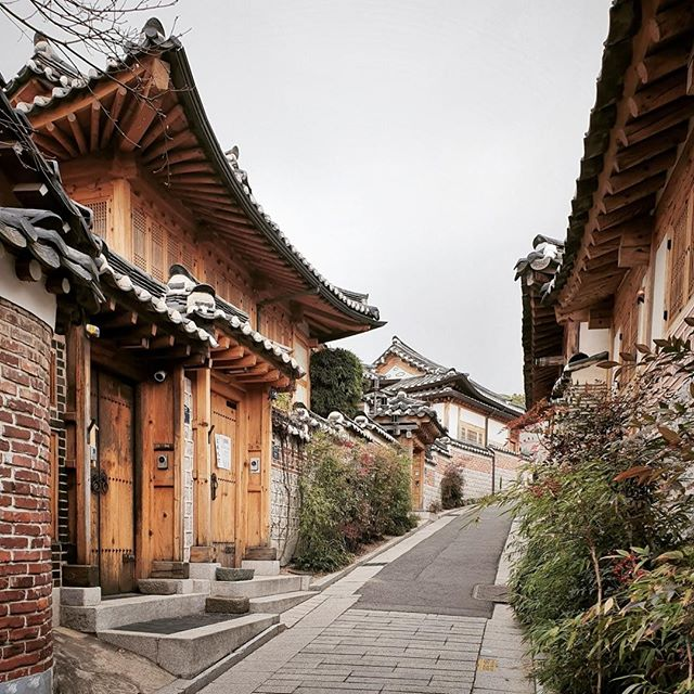 • #allthealleys in seoul •⠀⠀⠀⠀⠀⠀⠀⠀⠀ •⠀⠀⠀⠀⠀⠀⠀⠀⠀ •⠀⠀⠀⠀⠀⠀⠀⠀⠀ •⠀⠀⠀⠀⠀⠀⠀⠀⠀ •⠀⠀⠀⠀⠀⠀⠀⠀⠀ •⠀⠀⠀⠀⠀⠀⠀⠀⠀ #korean_adventure #seoul #seoullovers #seoulmate #seoultrip #seoultravel #seoultour #travel_seoul #seoulstyle #seoulgarden #seoulsecret #outthere #seoulsearching #seoulstreet #exploreseoul #wheninseoul #mytinyatlas #beautifuldestinations #traveldeeper #wonderfulworld #iamatraveler #travelawesome #exploretocreate #thehappynow #GalaxyS10+ #WithGalaxy #SamsungSnapshooter ⠀⠀⠀⠀⠀⠀⠀⠀⠀ #SamsungDeutschland #TeamGalaxy