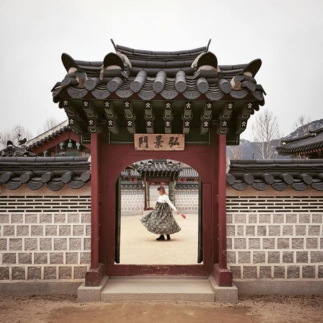 • dance like nobody's watching - that's how we should start a monday. oh, and don't forget the cup of coffee. •⠀⠀⠀⠀⠀⠀⠀⠀⠀ •⠀⠀⠀⠀⠀⠀⠀⠀⠀ •⠀⠀⠀⠀⠀⠀⠀⠀⠀ •⠀⠀⠀⠀⠀⠀⠀⠀⠀ •⠀⠀⠀⠀⠀⠀⠀⠀⠀ •⠀⠀⠀⠀⠀⠀⠀⠀⠀ #korean_adventure #seoul #seoullovers #seoulmate #seoultrip #seoultravel #seoultour #travel_seoul #seoulstyle #seoulgarden #seoulsecret #outthere #seoulsearching #seoulstreet #exploreseoul #wheninseoul #mytinyatlas #beautifuldestinations #traveldeeper #wonderfulworld #iamatraveler #travelawesome #exploretocreate #thehappynow #GalaxyS10+ #WithGalaxy #SamsungSnapshooter #SamsungDeutschland #TeamGalaxy