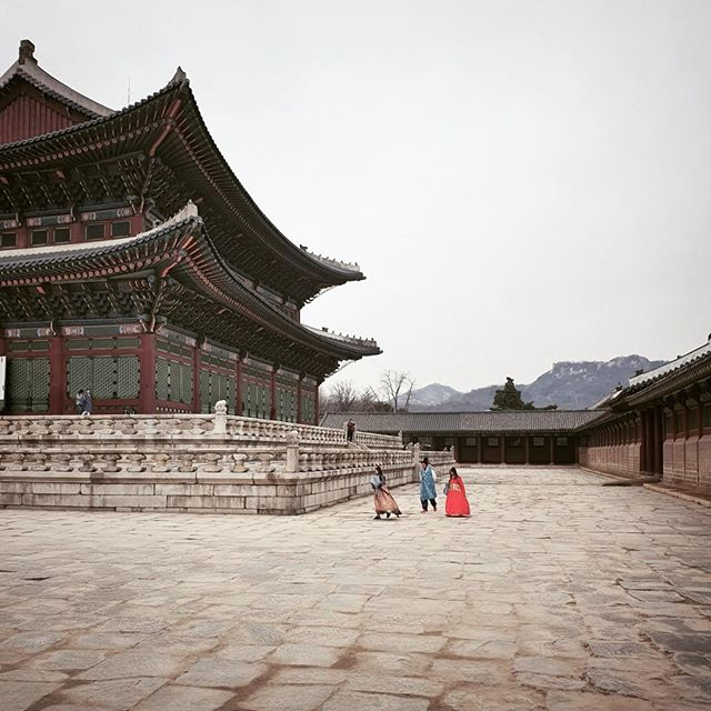 • stepping back in time •⠀⠀⠀⠀⠀⠀⠀⠀⠀ •⠀⠀⠀⠀⠀⠀⠀⠀⠀ •⠀⠀⠀⠀⠀⠀⠀⠀⠀ •⠀⠀⠀⠀⠀⠀⠀⠀⠀ •⠀⠀⠀⠀⠀⠀⠀⠀⠀ •⠀⠀⠀⠀⠀⠀⠀⠀⠀ #korean_adventure #seoul #seoullovers #seoulmate #seoultrip #seoultravel #seoultour #travel_seoul #seoulstyle #seoulgarden #seoulsecret #outthere #seoulsearching #seoulstreet #exploreseoul #wheninseoul #mytinyatlas #beautifuldestinations #traveldeeper #wonderfulworld #iamatraveler #travelawesome #exploretocreate #thehappynow #GalaxyS10+ #WithGalaxy #SamsungSnapshooter ⠀⠀⠀⠀⠀⠀⠀⠀⠀ #SamsungDeutschland #TeamGalaxy