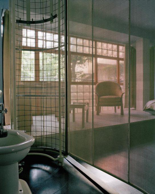 glass-house-maison-de-verre-franc%cc%a7ois-halard-009