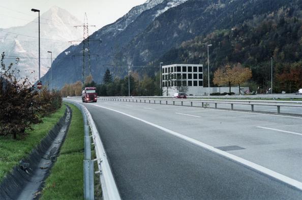 archaic_GuignardSaner_Autobahnkapelle_1.jpg