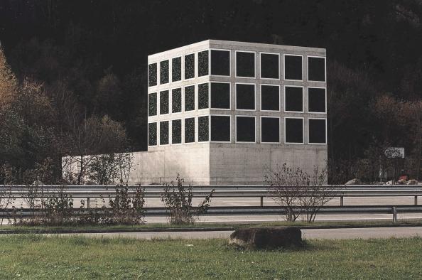 archaic_GuignardSaner_Autobahnkapelle_4.jpg