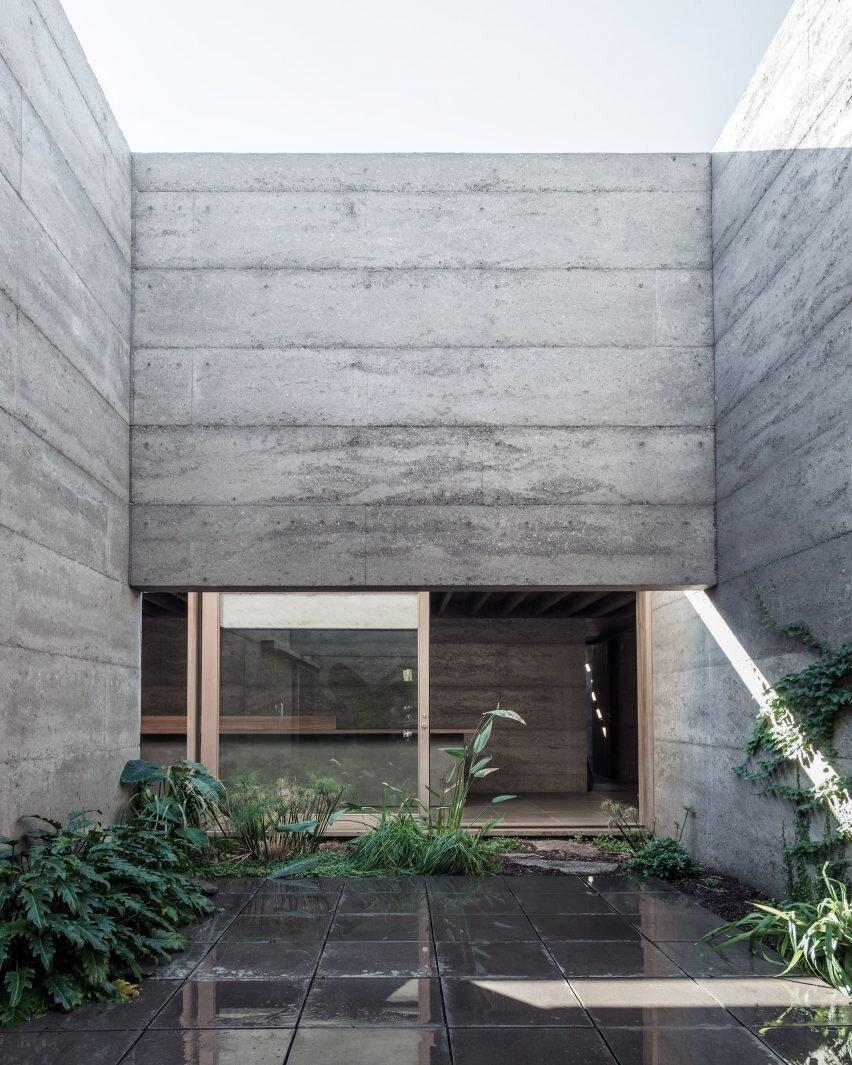 archaic_morq_enclosedhouse_13.jpg