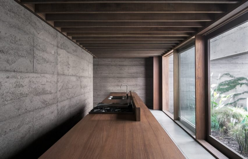archaic_morq_enclosedhouse_11.jpg