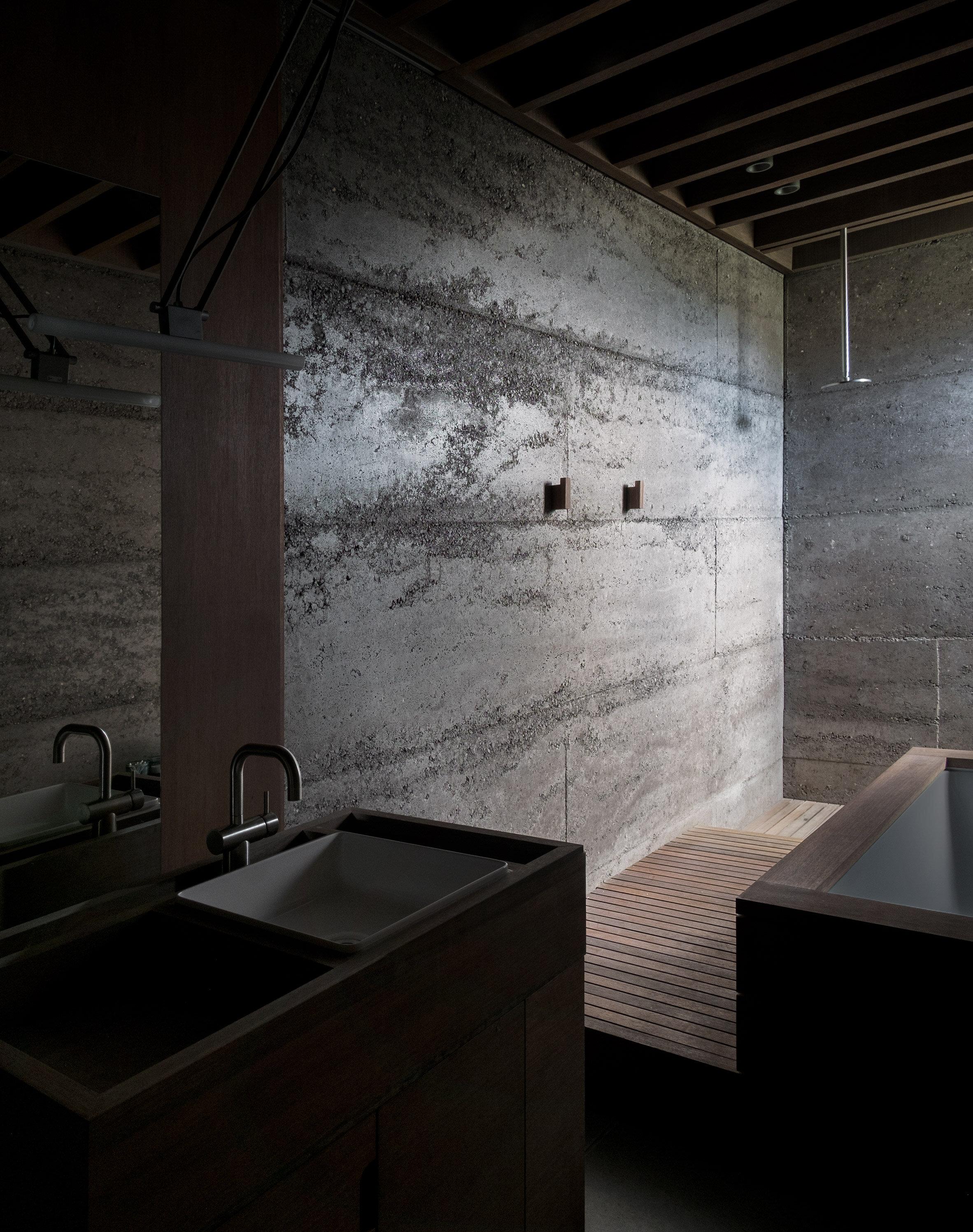 archaic_morq_enclosedhouse_17.jpg