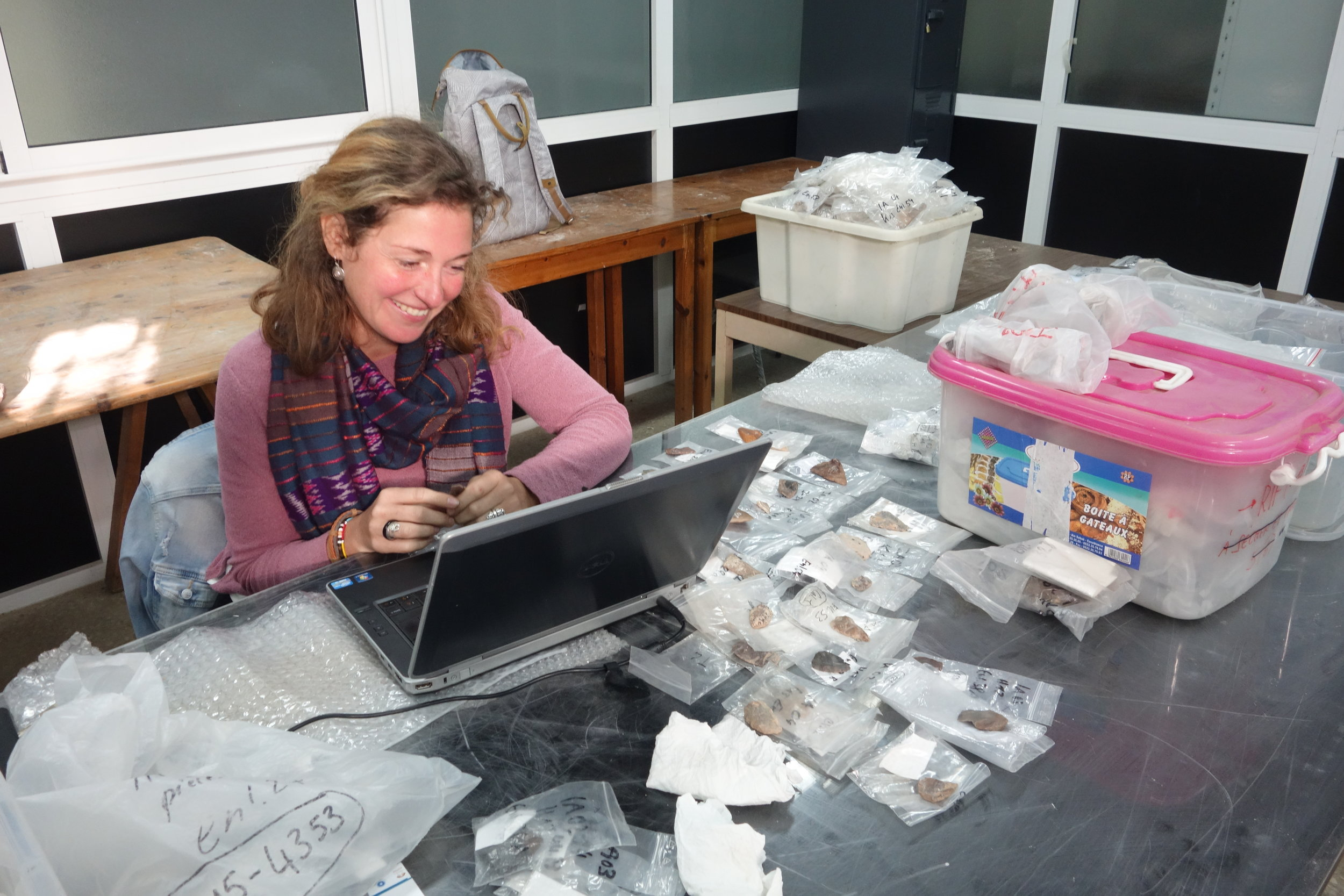 Sonja working on the lithic tools from Ifri n'Ammar (photo: Giulio Lucarini)