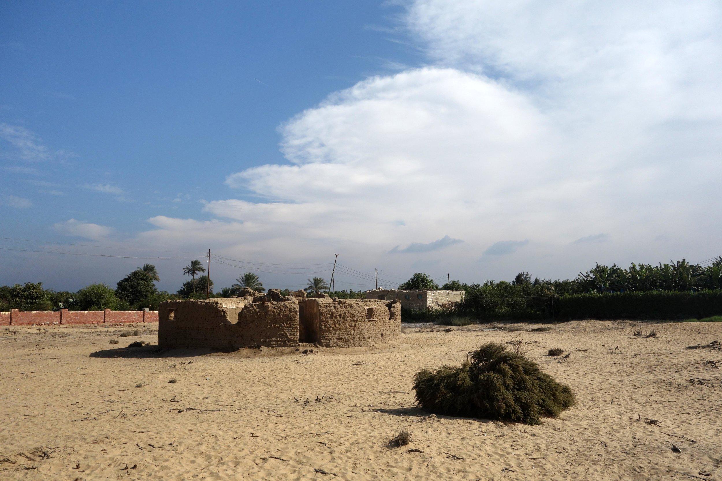 Merimde Beni Salama. View of the site with the Eiwanger circular house (photo: Giulio Lucarini; © Egypt Exploration Society)
