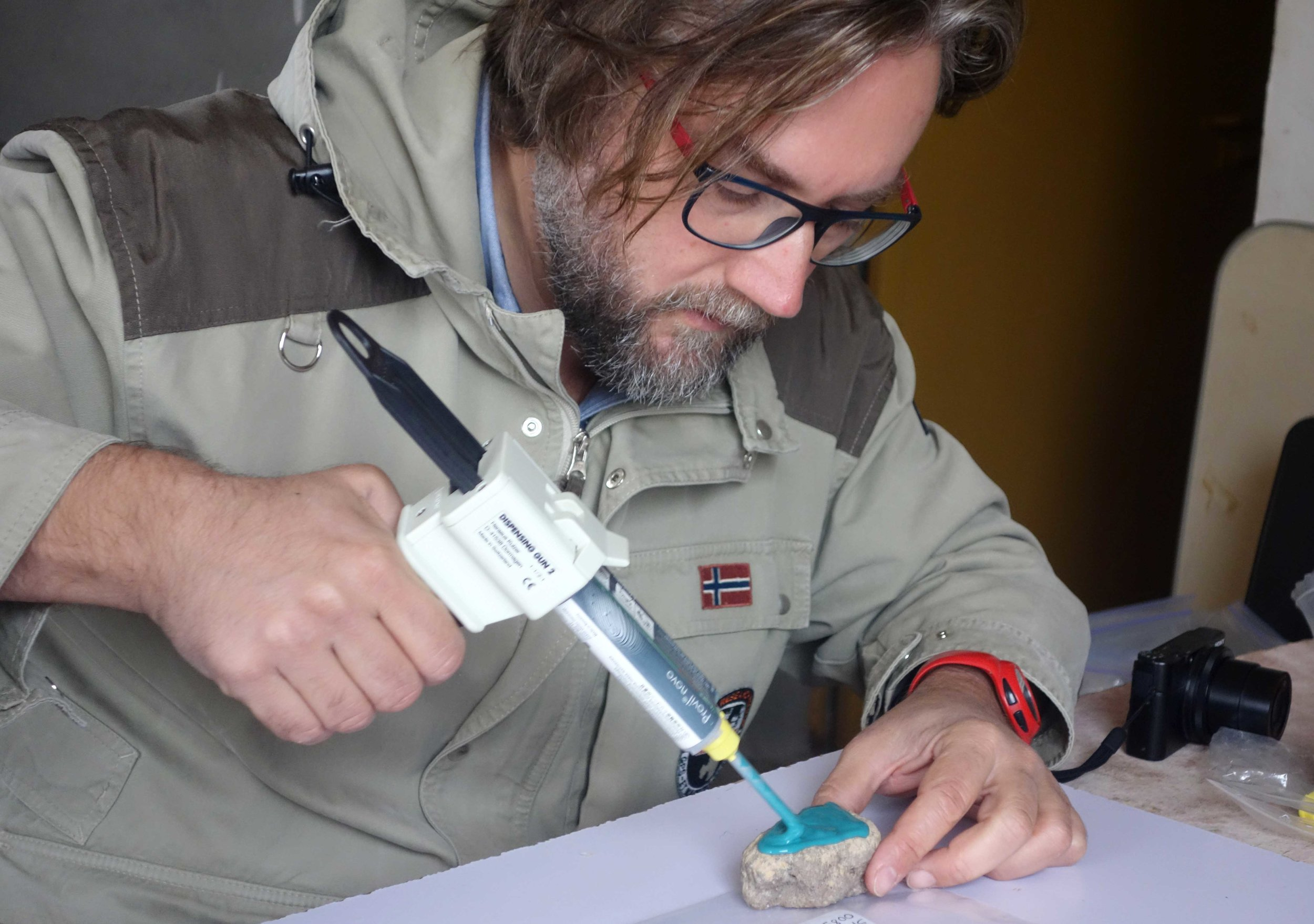 Merimde Beni Salama. Giulio Lucarini moulds the stone tool surfaces (photo: Joanne Rowland; © Egypt Exploration Society)