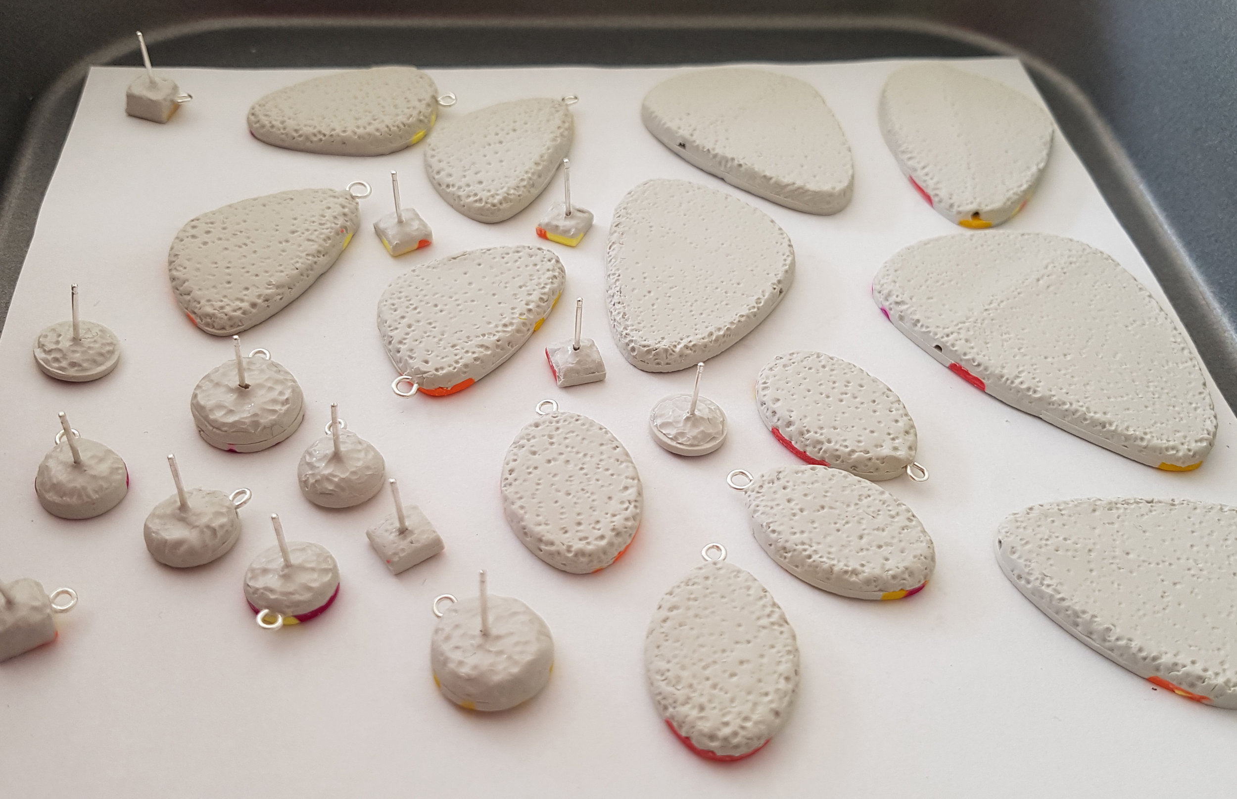 Beads with wires, channels and posts ready for curing