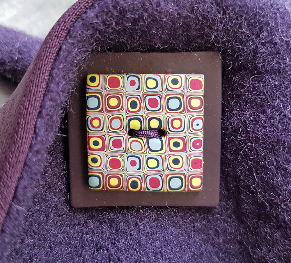 Klimt button on the wool wrap