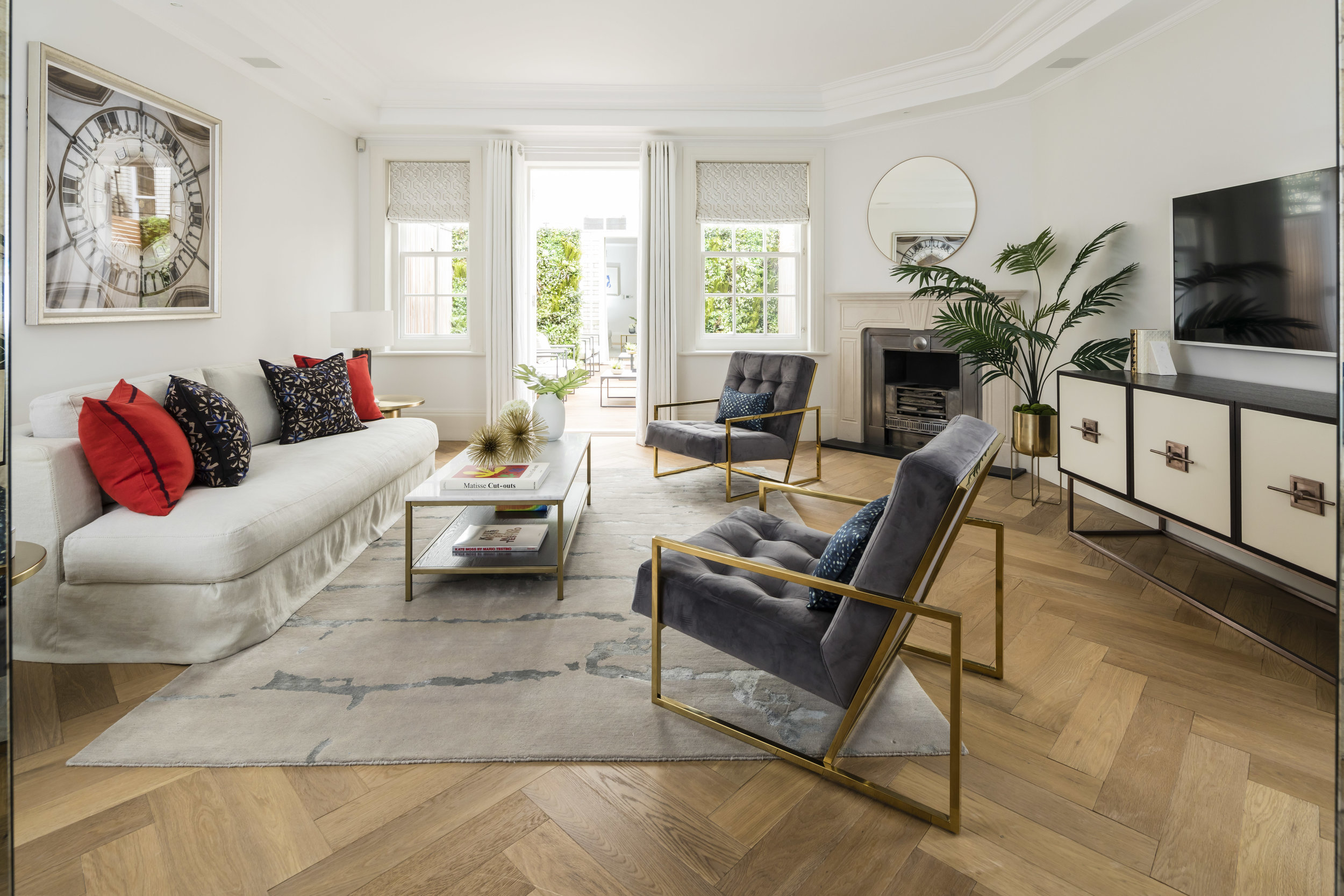 An immaculate 3 Bedroom maisonette in the heart of the Mayfair Village with a long lease and private terrace. EPC: E.