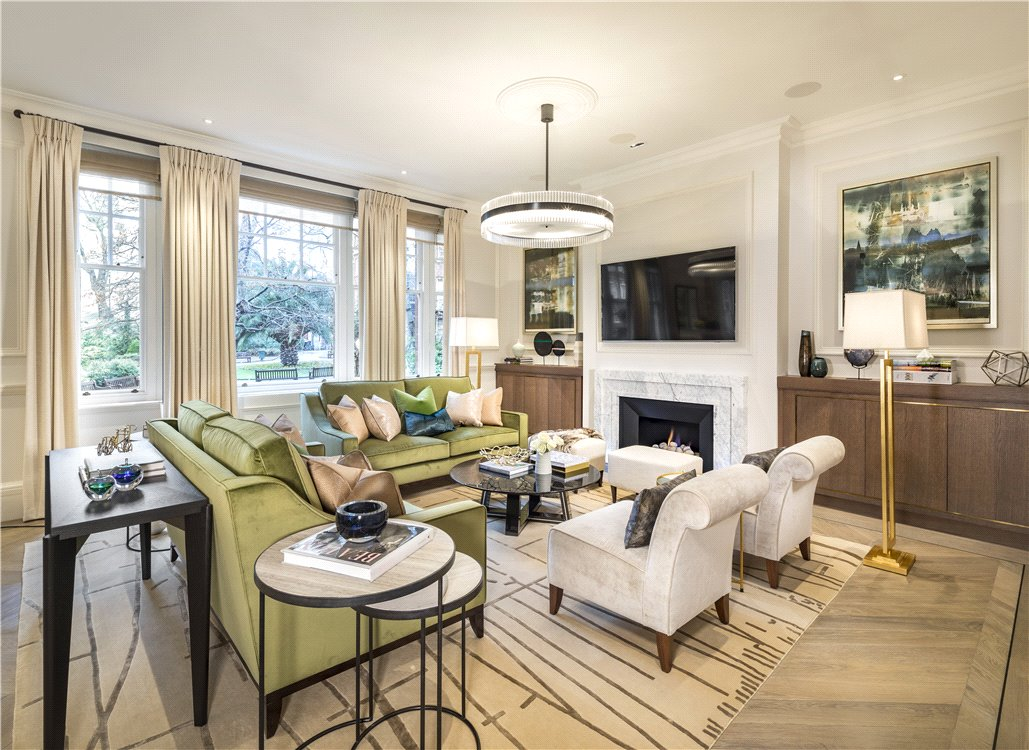 A beautifully finished 3 bedroom apartment overlooking Mount Street Gardens