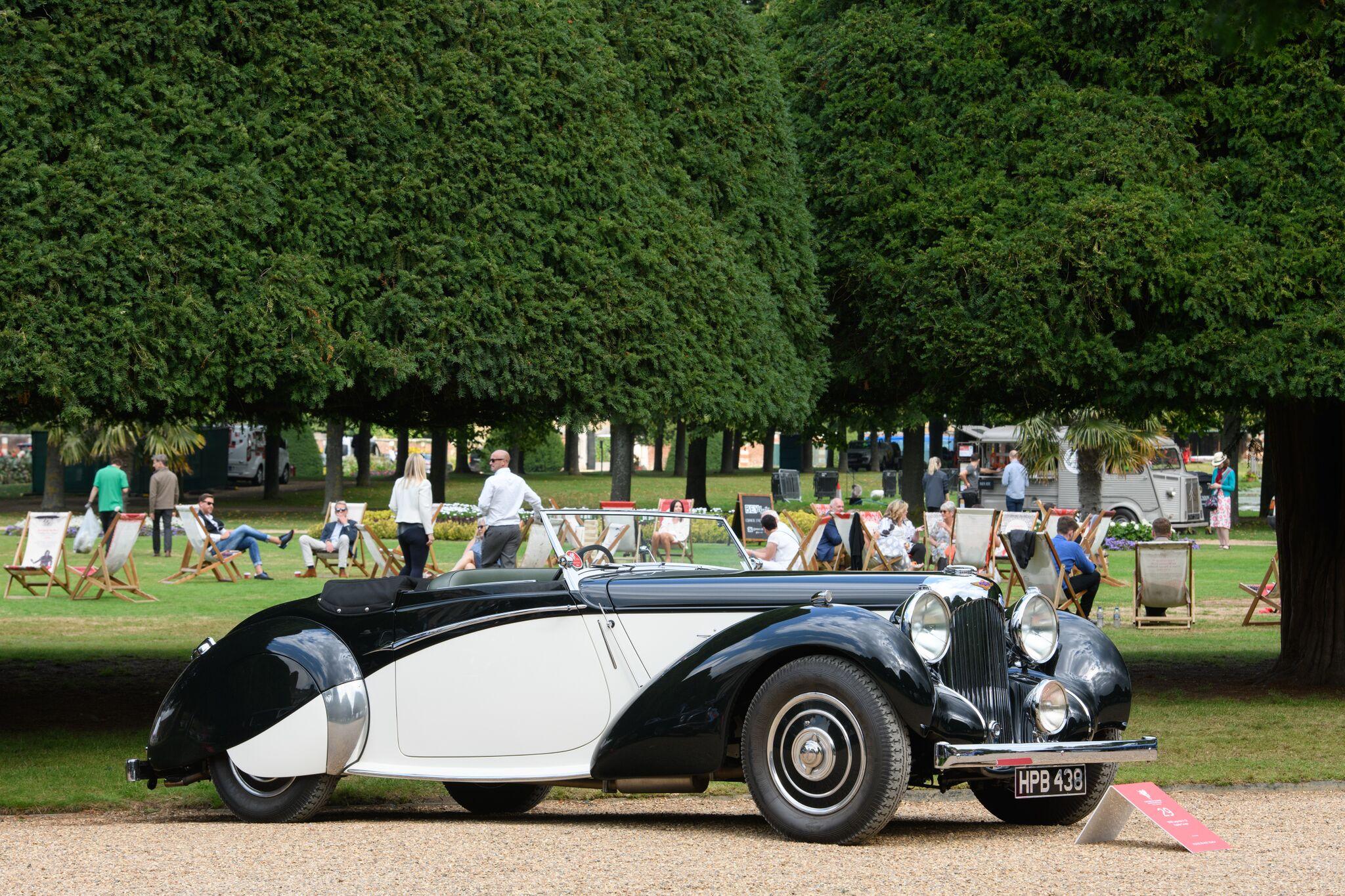 Lagonda V12 Rapide | Cover photo:Bugatti Type 35