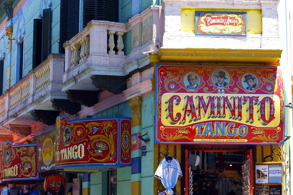 BUENOS AIRES   A charmosa capital portenha é cheia de surpresas e cenários apaixonantes!  Ensaios começam em U$275