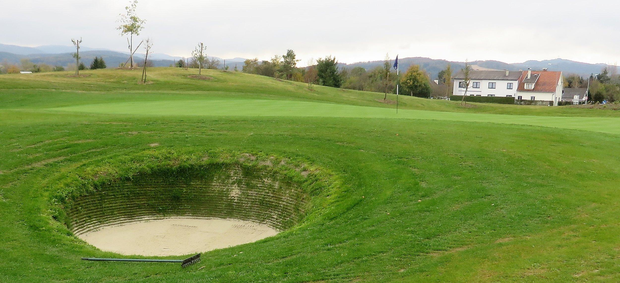 Links-Bunker am 10. Loch