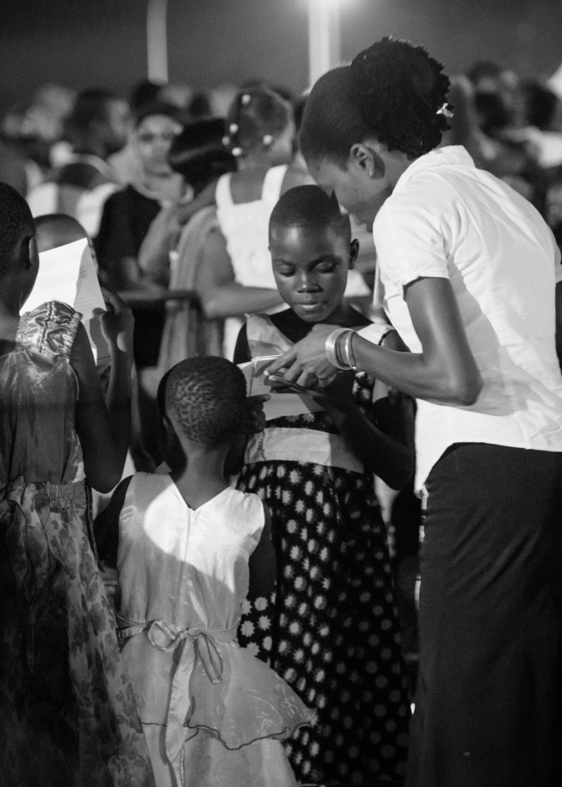 A Friend of the Festival shares with a girl who responded to the Gospel.