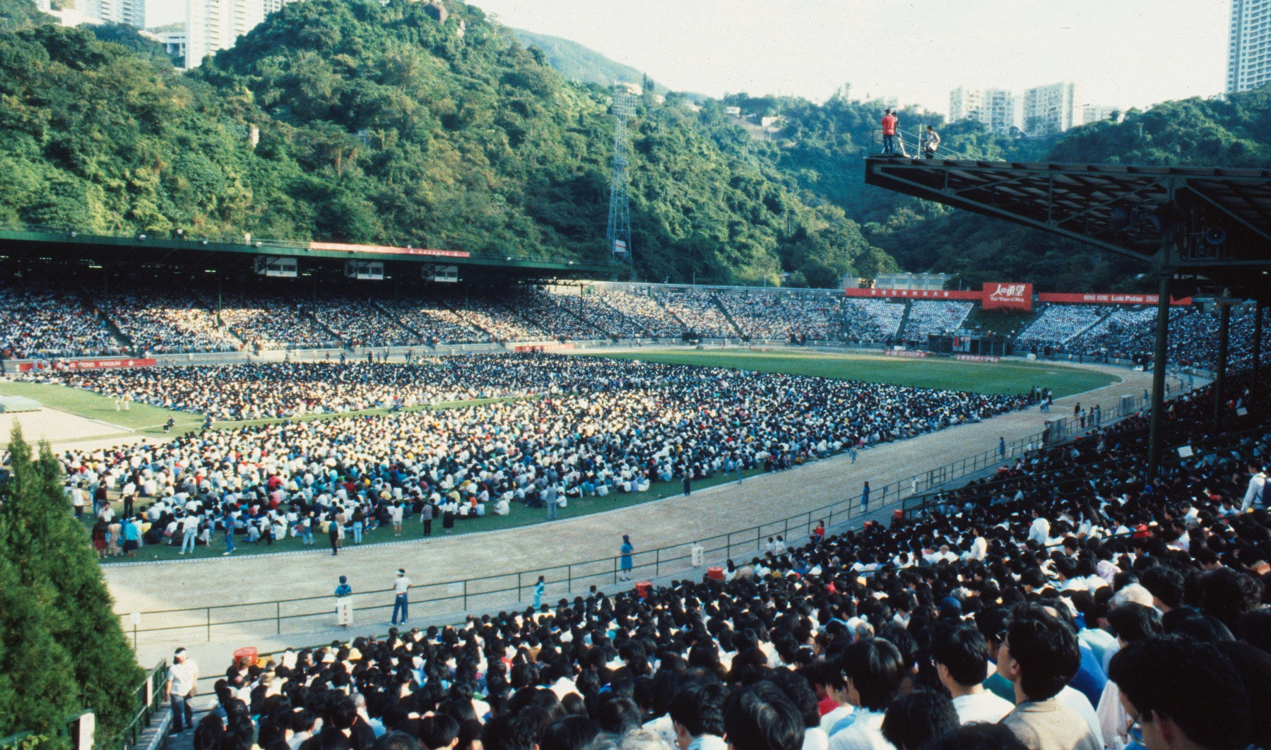 Luis Palau's Hong Kong Crusade in 1997 sets records of decisions for Jesus.