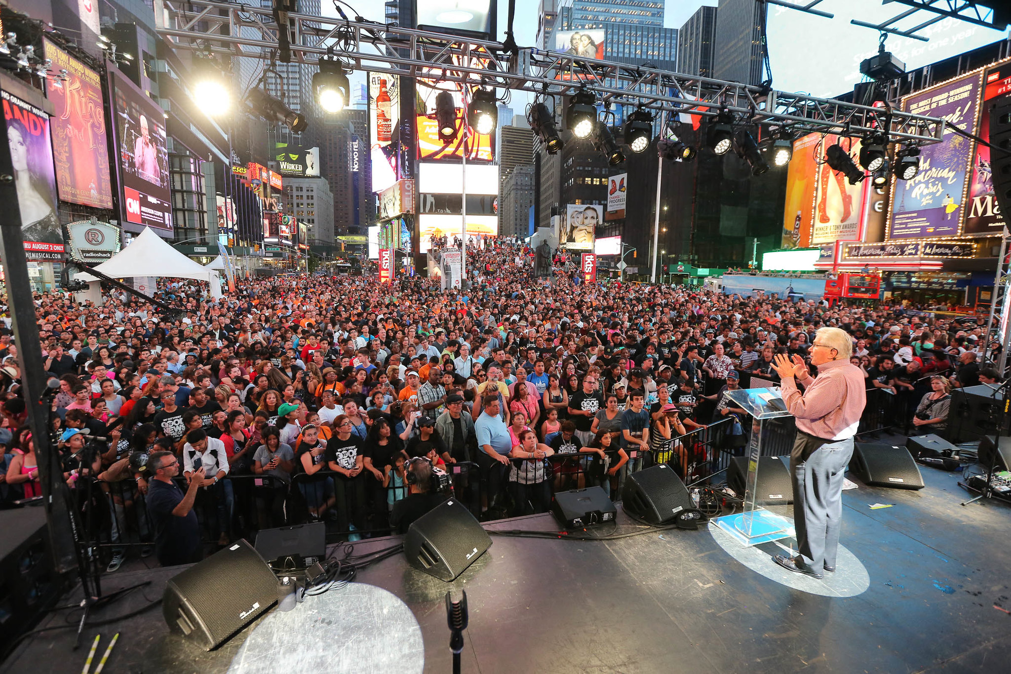 Luis preaching in Times Square, New York, in 2015. This event was part of a massive, three-month campaign to saturate New York City with the Gospel. Luis and the team partnered with more than 1,700 local churches to hold hundreds of evangelistic outreaches during the summer of 2015.