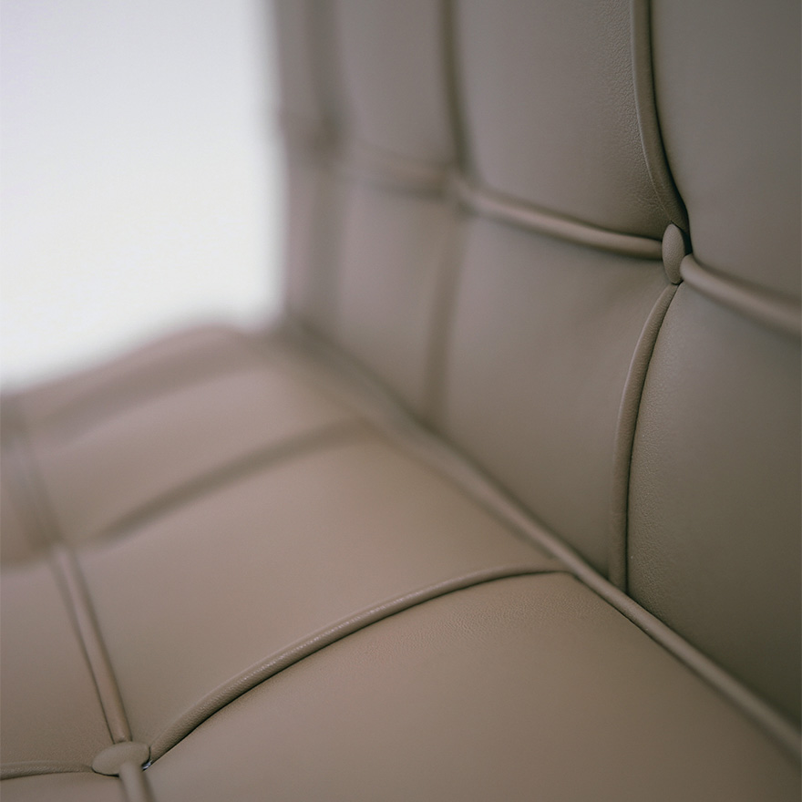 barcelona-lounge-chair-detail-3930_z.jpg