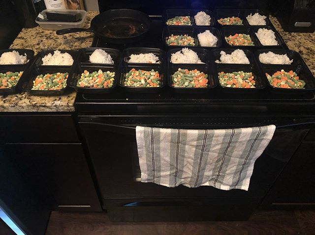 Man meal prep is a blast when you have yourself setup to win!! This is only ~3 days because after 3 days chicken starts to look kinda scary. Here's what I'm on: 6oz chicken, 6oz sweet potato/or 100g rice, 1 cup mixed veggies. Day in and day out! The hustle and grind with October approaching fast. #hustlegrind