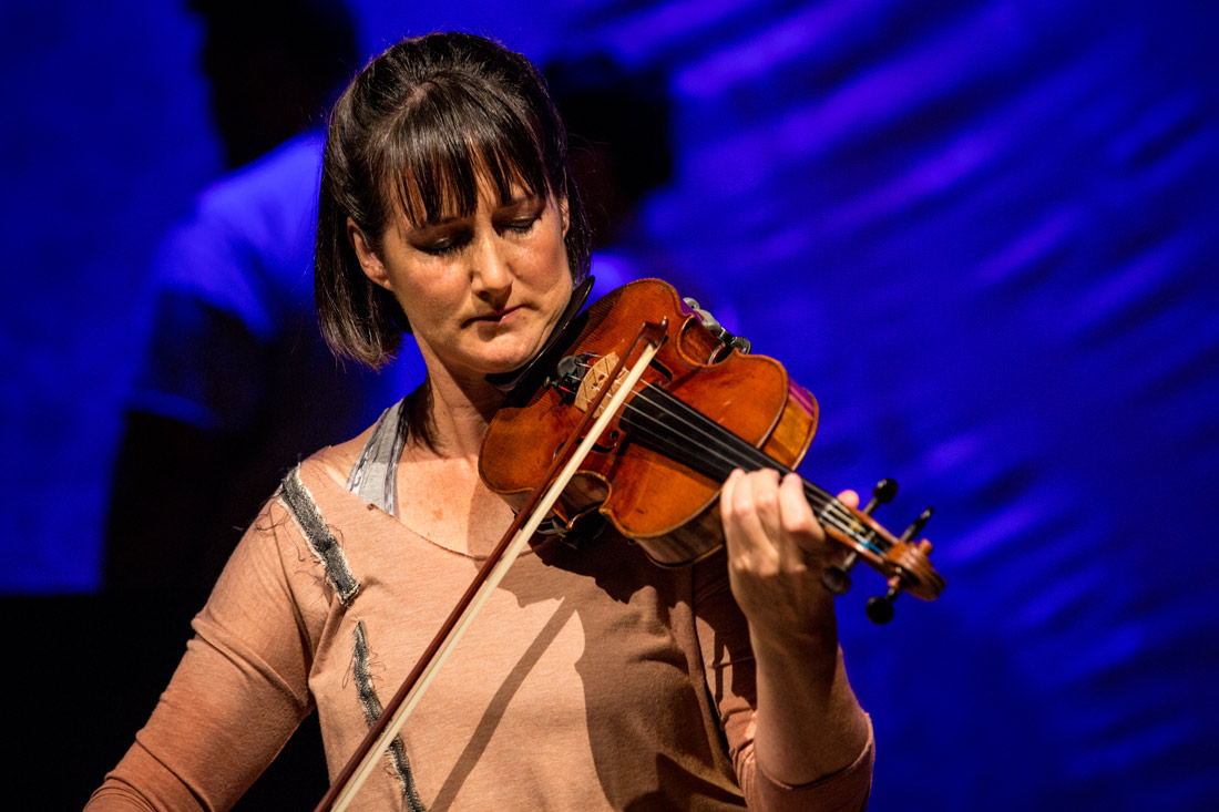 MBMU-show-violinist-02-web.jpg