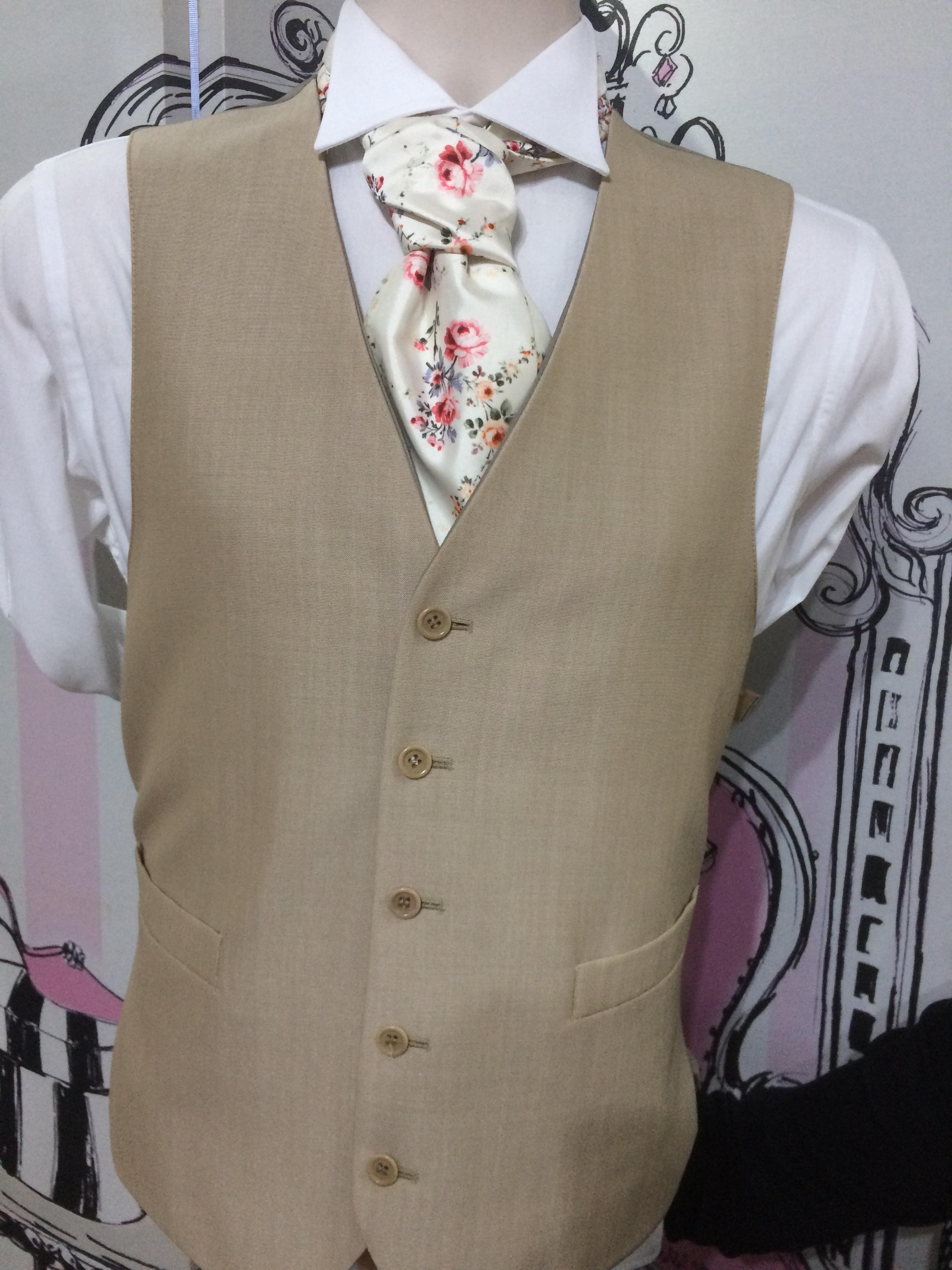 Sanstone & Ivory Tea Rose Cravat