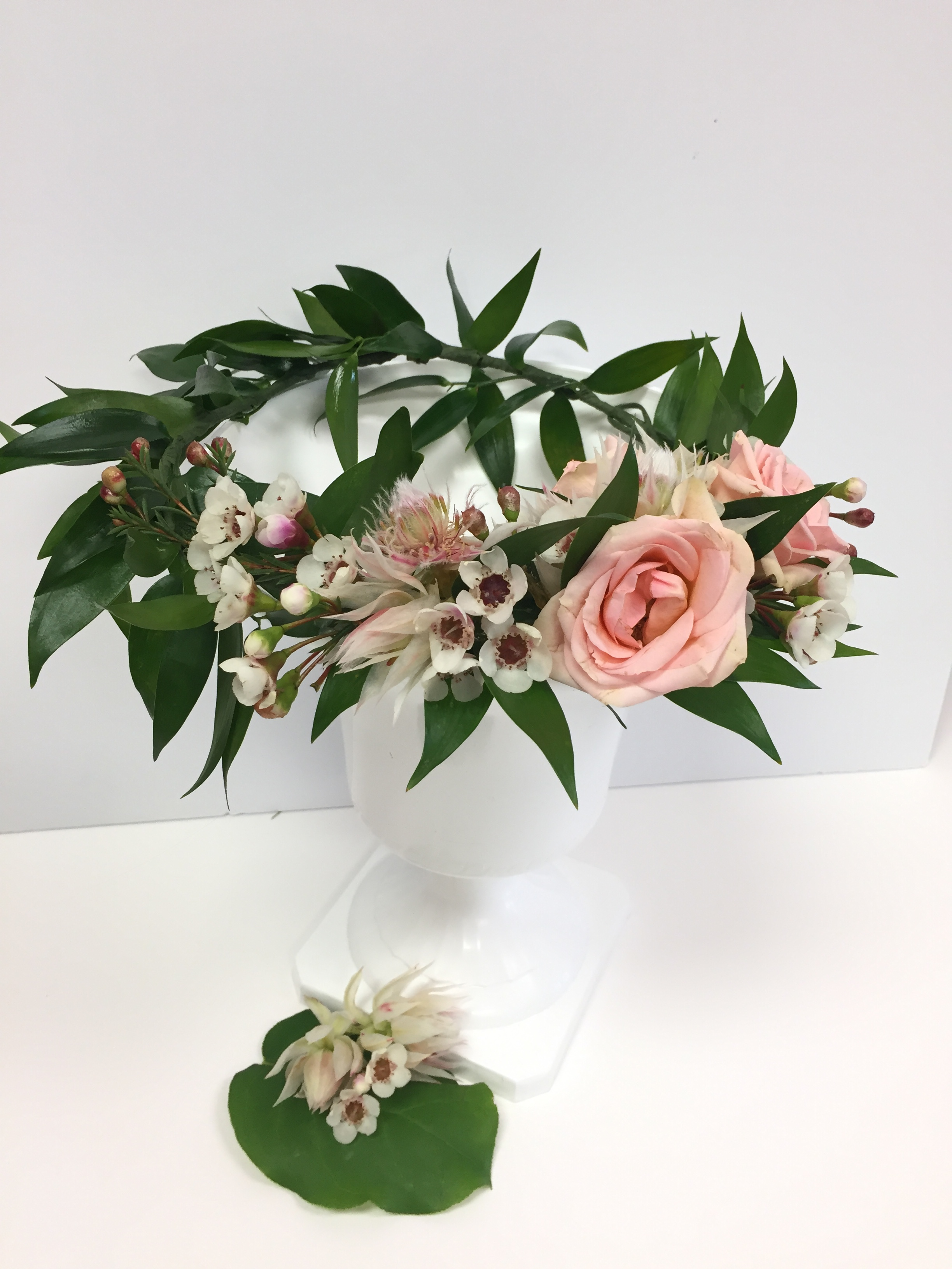 'Sweet Rose' crown : Spray roses and floral accents on adjustable wire crown with green leaves.