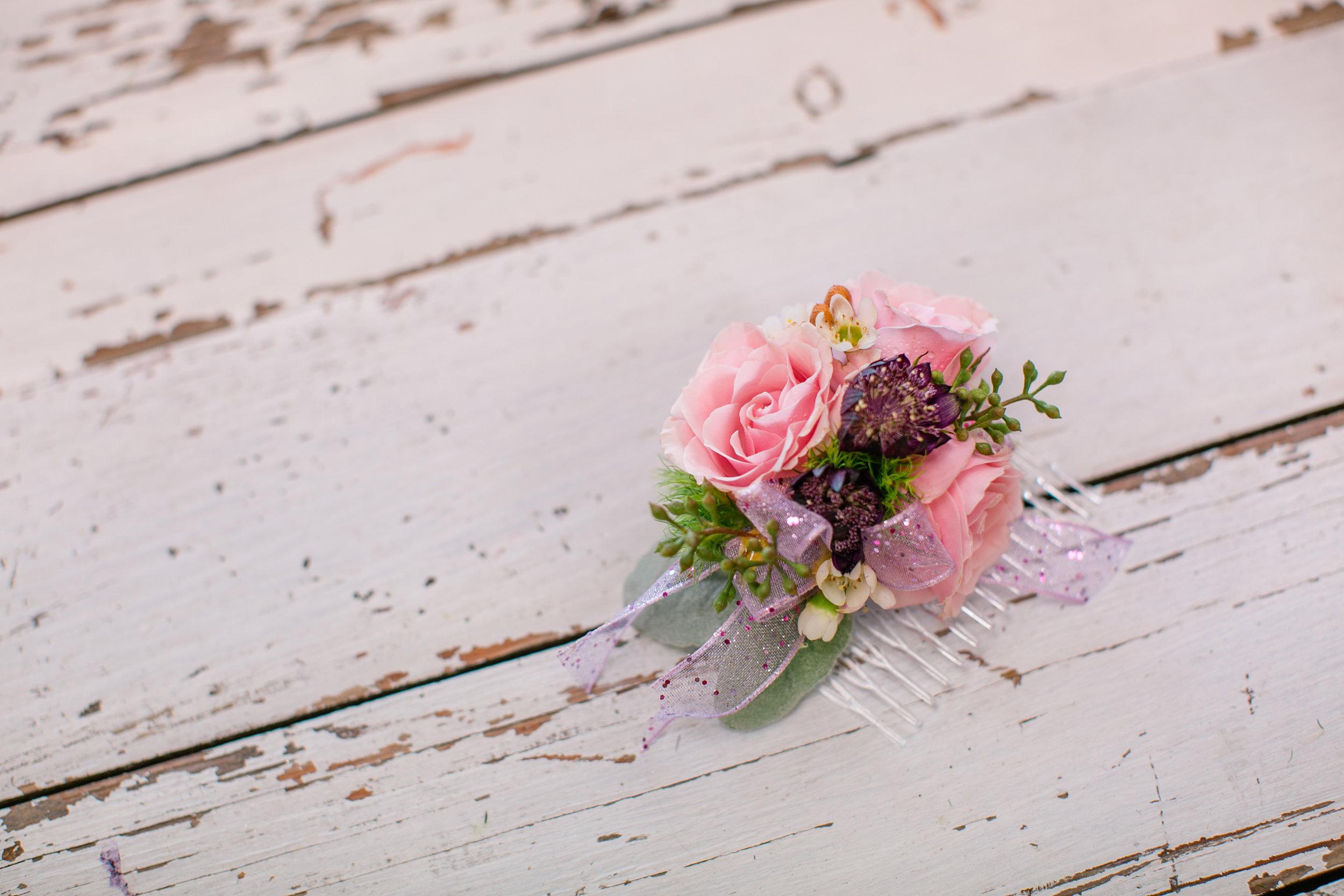 des moines prom flowers corsage boutonnière hair ideas