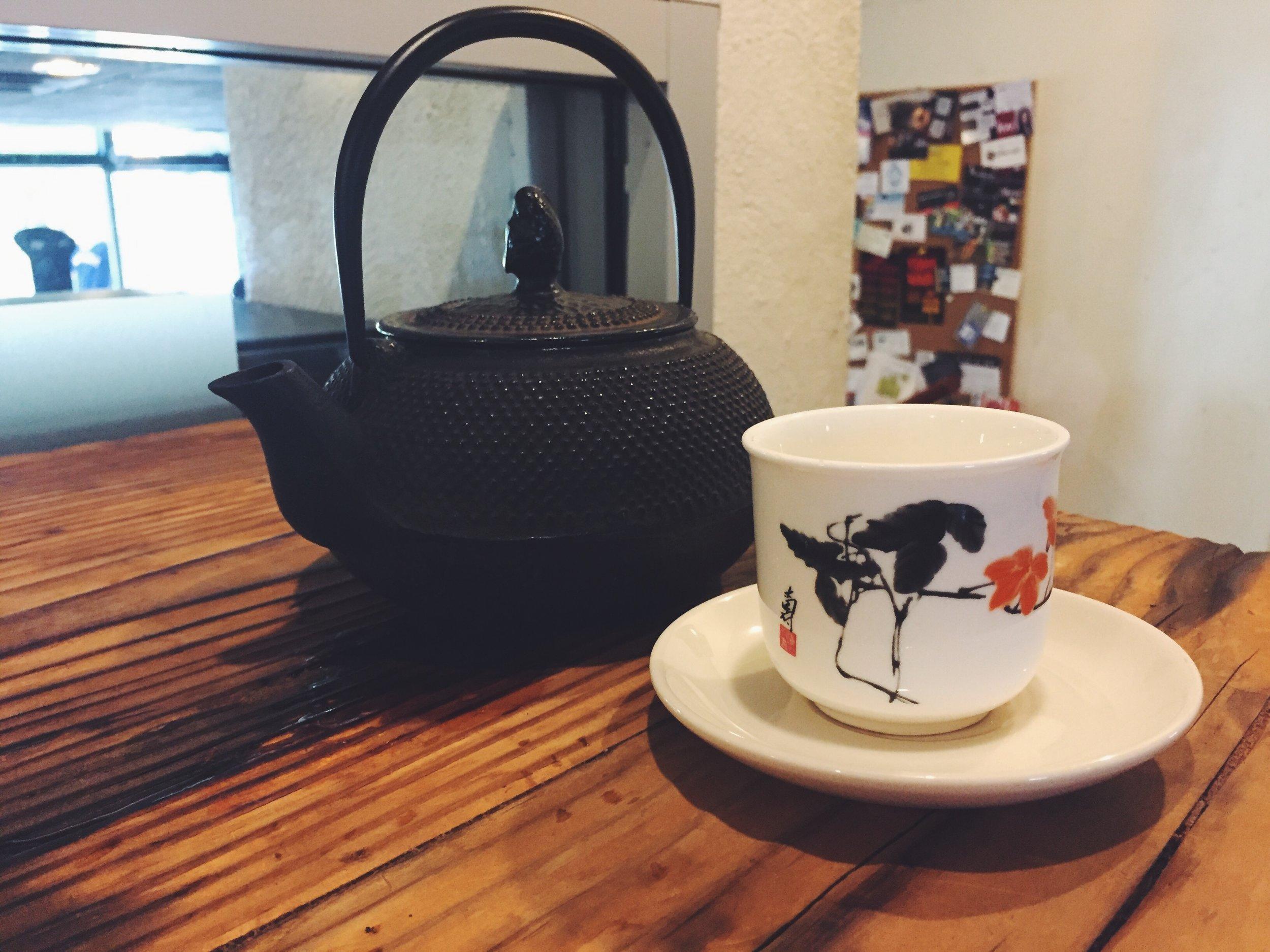 Pot of chai tea at Avenue Coffee